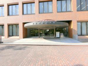 県立長野図書館の入り口