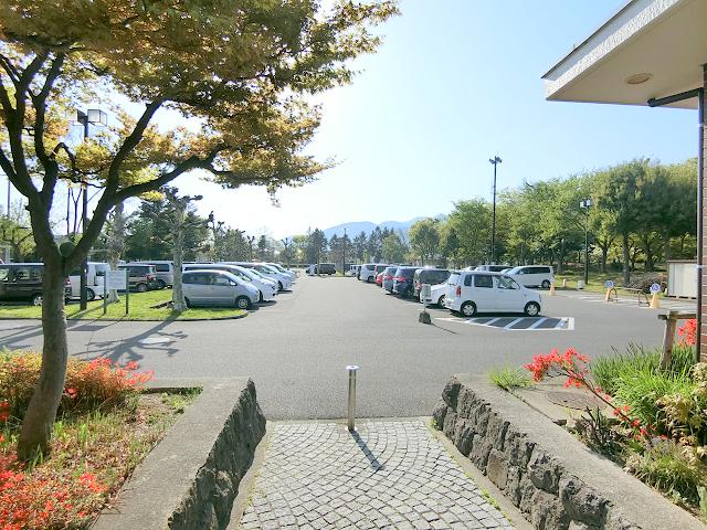 若里公園の駐車場