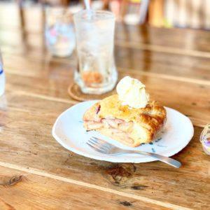 【たねcafe(種カフェ)・革工房種】塩キャラメルホットあっぷるぱい☆ぶどうのロールケーキも美味しいよ!