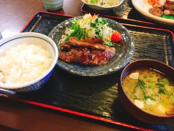 【すき楼(すきろう)】ランチではリーズナブルな価格で、高級肉のすき焼き重などが食べられる!