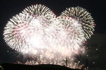 長野えびす講花火大会☆全国から40万人が集う、めずらしい冬の花火大会のご紹介です。