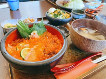 【めし処かぶらや】北海丼美味し!あふれるイクラとサーモンがたまらなく美味しいです☆素敵な定食屋さん!
