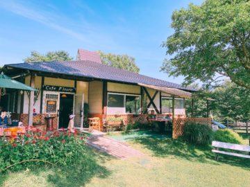 【Cafe fleurir(カフェフルーリー)】戸隠牧場の中にあるカフェ。牧場の中で食べるソフトクリームはやっぱり美味い!