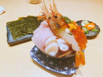 【炉端居酒屋zan】こぼれ落ちそうな、てんこもり海鮮丼ランチも美味い!お味噌汁お替り自由☆