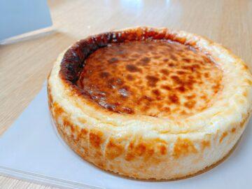 【チーズ洋菓子店】ついにホールでチーズケーキを買ってしまった・・・端っこまで激うま!