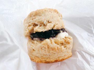 【ヘイハチロウベイクショップ】あんバタサンドのスコーンやブルーベリークリームチーズサンドスコーンも人気!