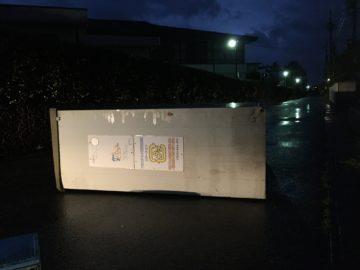 長野市台風の影響でアパートのゴミ置き場が横転。ゴミ置き場の土台も大切。