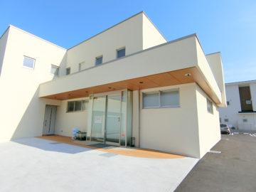 竹内こども医院は、長野市栗田にある小児科です。駅前に公園が出来る関係で、区画整理にあたり建物が綺麗になりました。